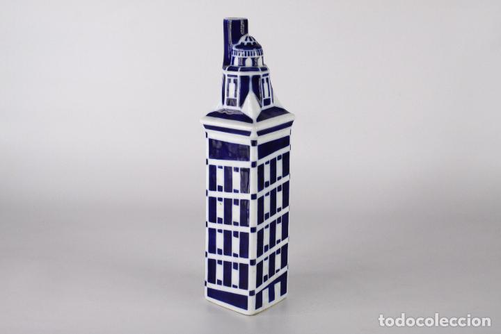 BOTELLA SARGADELOS PORCELANA TORRE HERCULES (Antigüedades - Porcelanas y Cerámicas - Sargadelos)