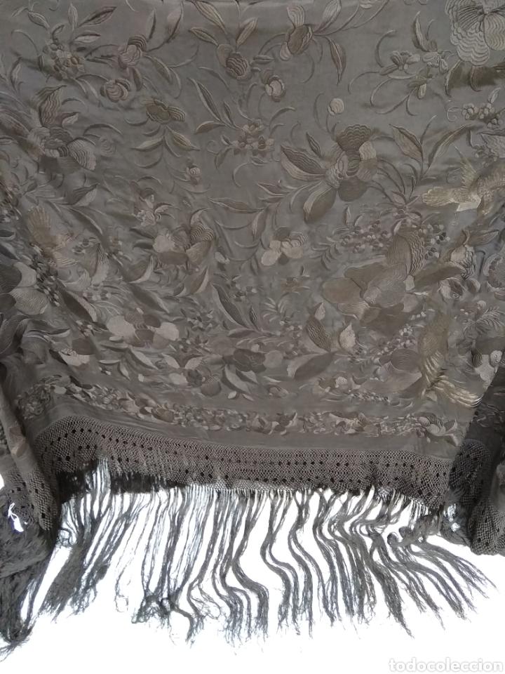Antigüedades: Mantón de Manila bordado a mano siglo XX - Foto 5 - 117609179