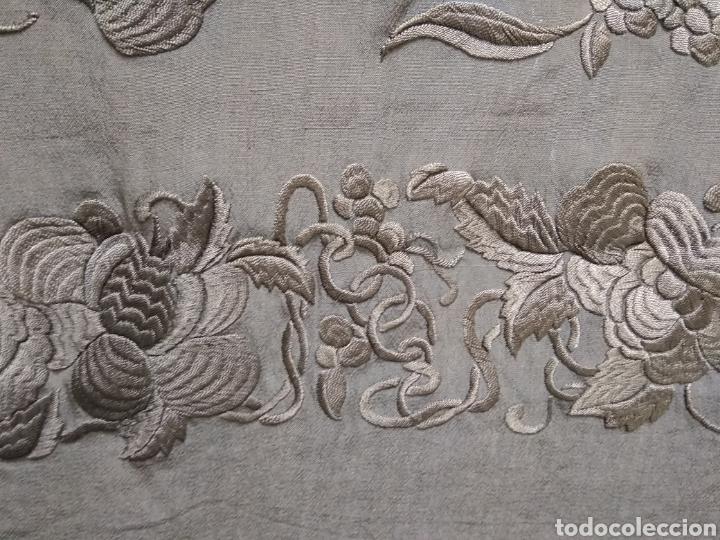 Antigüedades: Mantón de Manila bordado a mano siglo XX - Foto 6 - 117609179