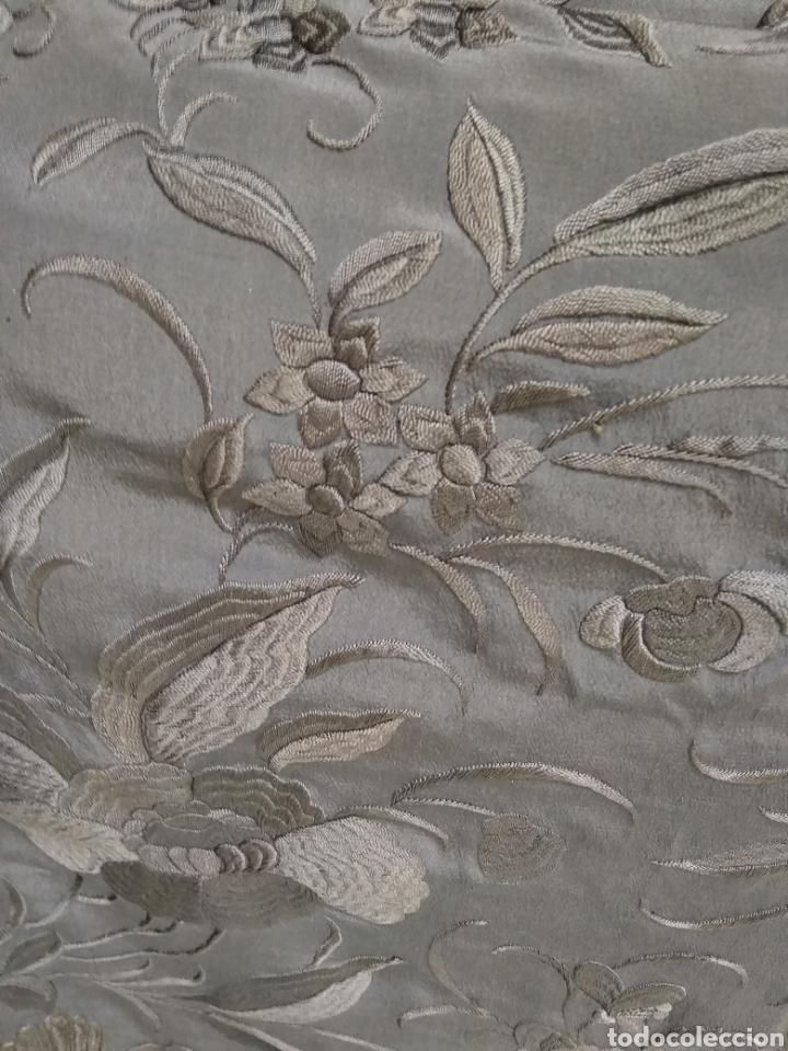 Antigüedades: Mantón de Manila bordado a mano siglo XX - Foto 7 - 117609179