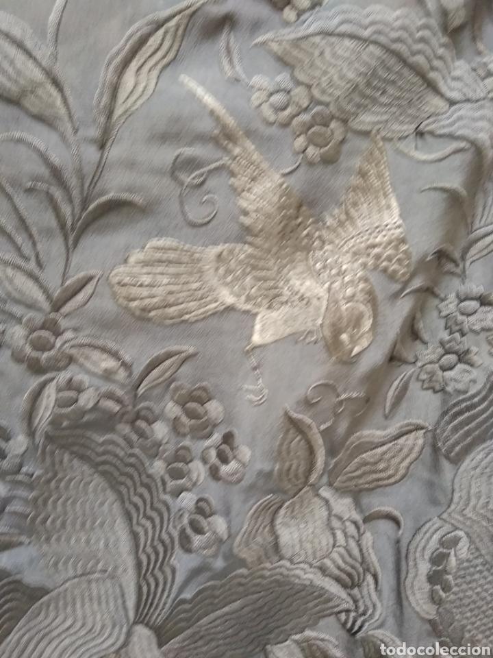 Antigüedades: Mantón de Manila bordado a mano siglo XX - Foto 8 - 117609179