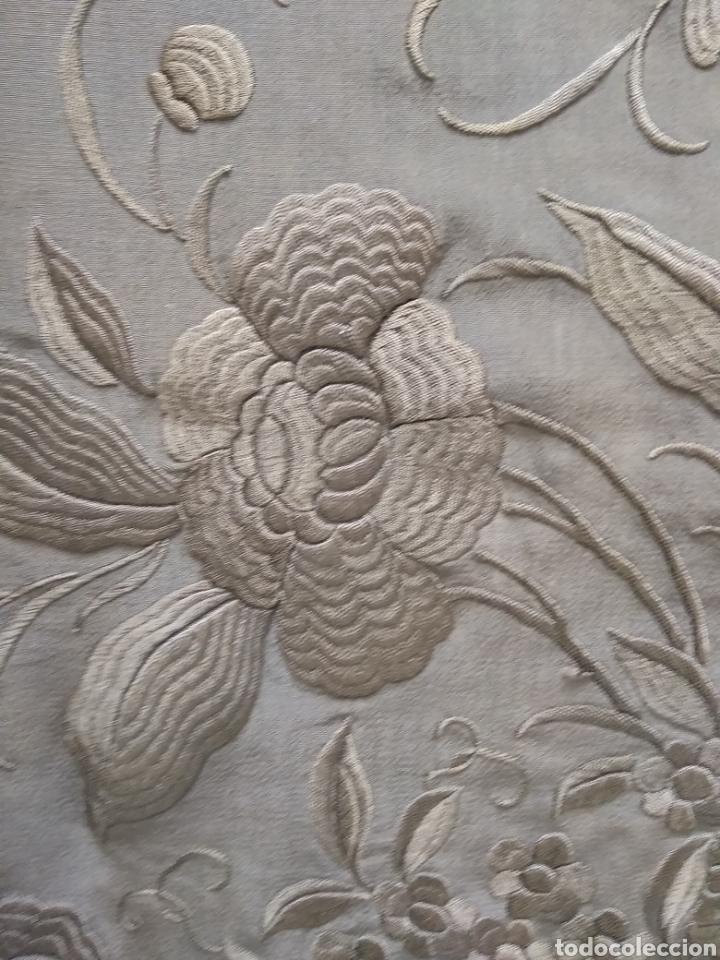 Antigüedades: Mantón de Manila bordado a mano siglo XX - Foto 10 - 117609179