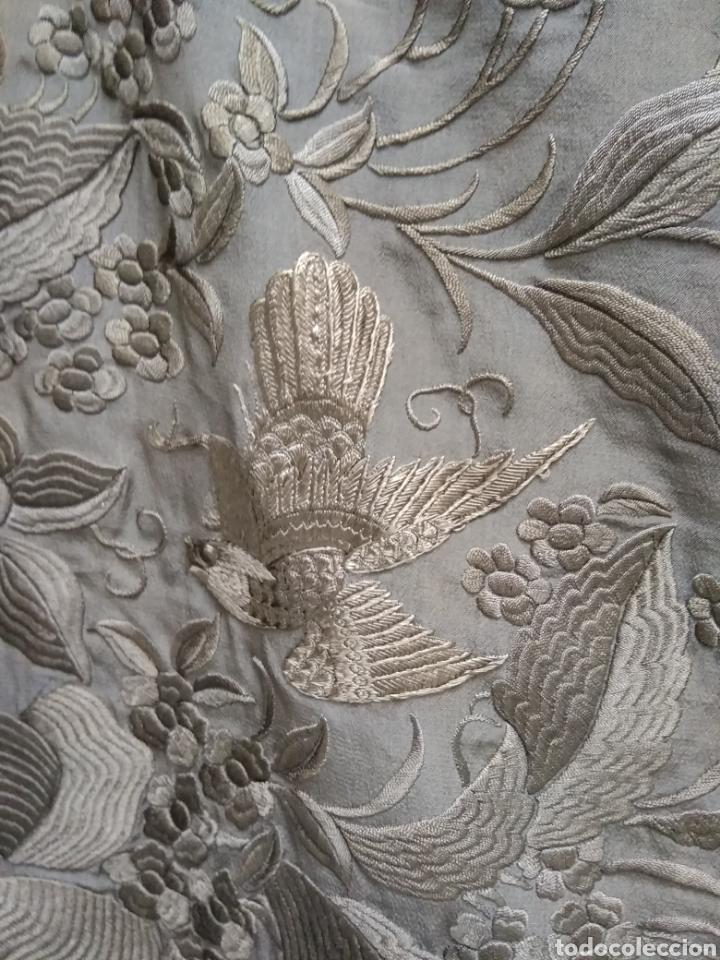 Antigüedades: Mantón de Manila bordado a mano siglo XX - Foto 11 - 117609179