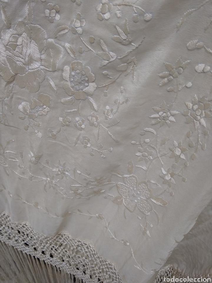 Antigüedades: Mantón de manila siglo XX bordado a mano - Foto 2 - 117612678