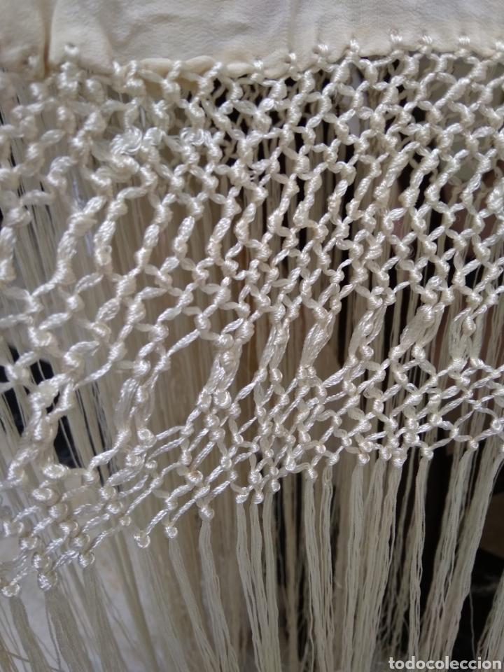 Antigüedades: Mantón de manila siglo XX bordado a mano - Foto 4 - 117612678