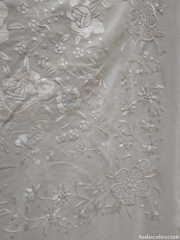 Antigüedades: Mantón de manila siglo XX bordado a mano - Foto 5 - 117612678