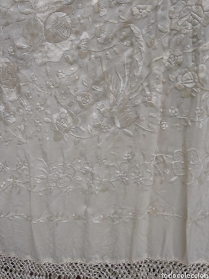 Antigüedades: Mantón de manila siglo XX bordado a mano - Foto 6 - 117612678