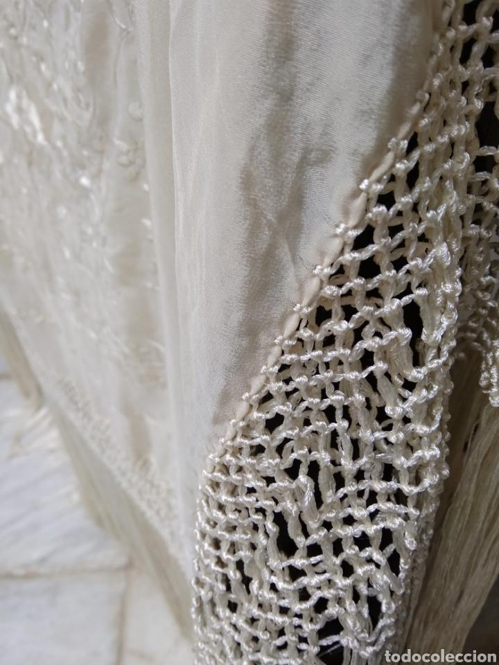 Antigüedades: Mantón de manila siglo XX bordado a mano - Foto 7 - 117612678