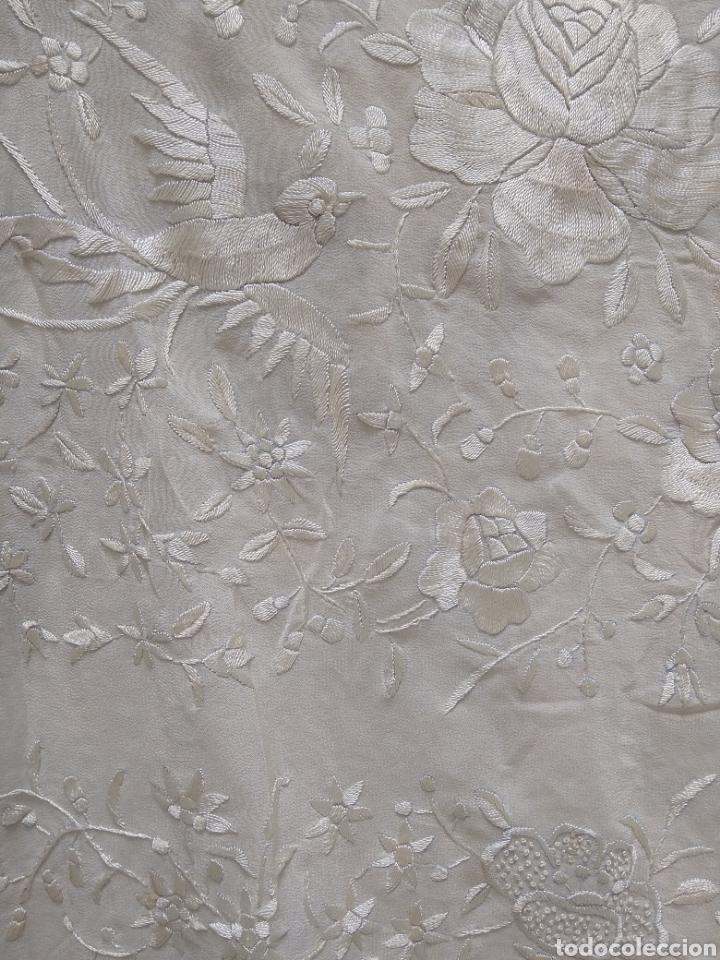 Antigüedades: Mantón de manila siglo XX bordado a mano - Foto 8 - 117612678