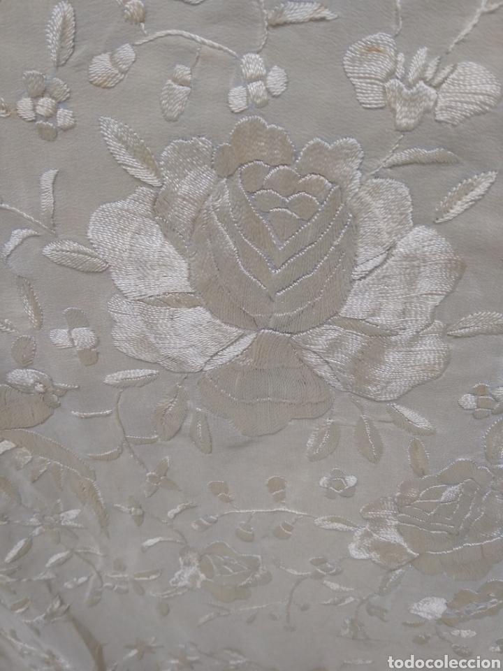 Antigüedades: Mantón de manila siglo XX bordado a mano - Foto 9 - 117612678