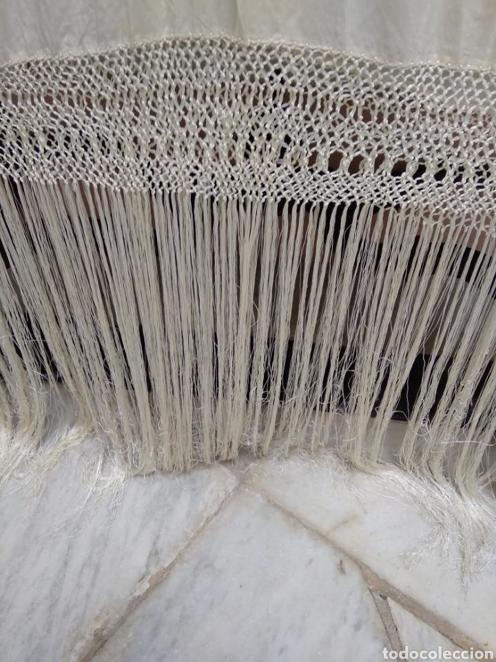 Antigüedades: Mantón de manila siglo XX bordado a mano - Foto 10 - 117612678