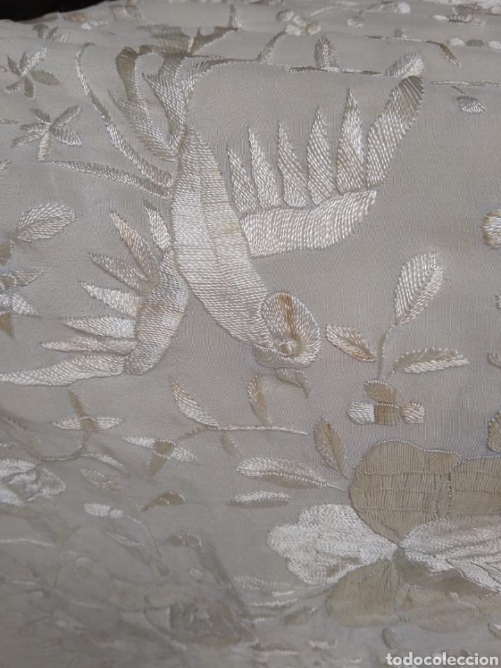Antigüedades: Mantón de manila siglo XX bordado a mano - Foto 11 - 117612678