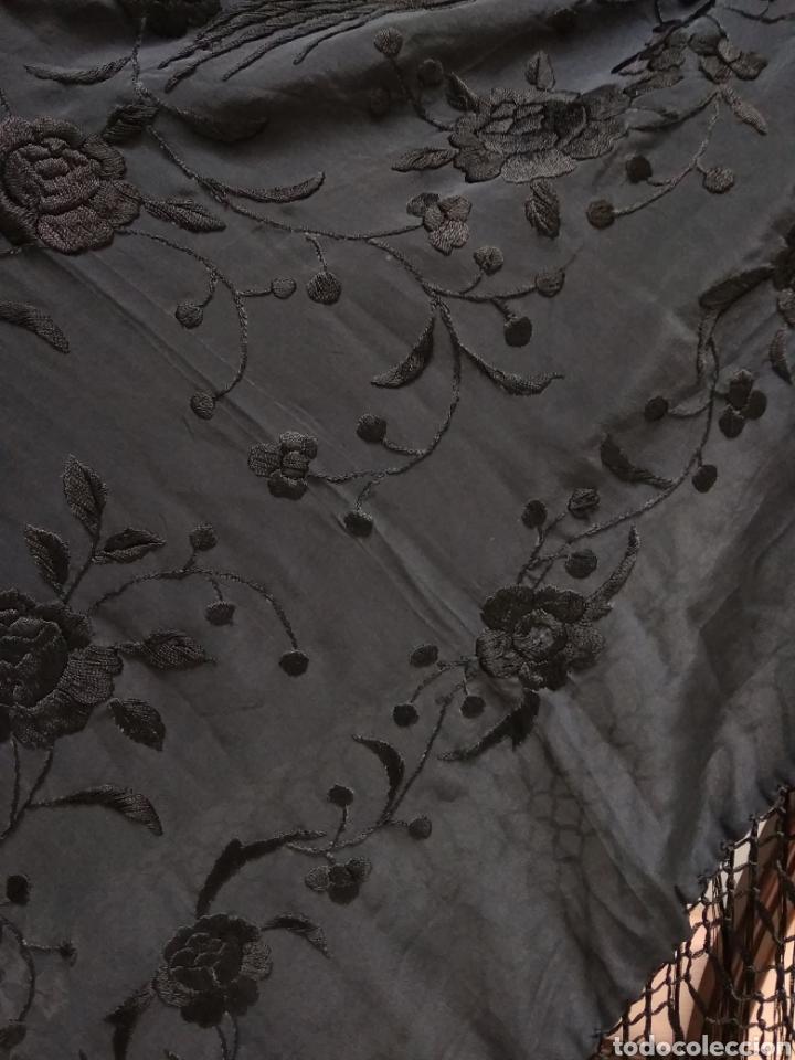 Antigüedades: Manton de Manila siglo XX bordado a mano - Foto 3 - 117613723