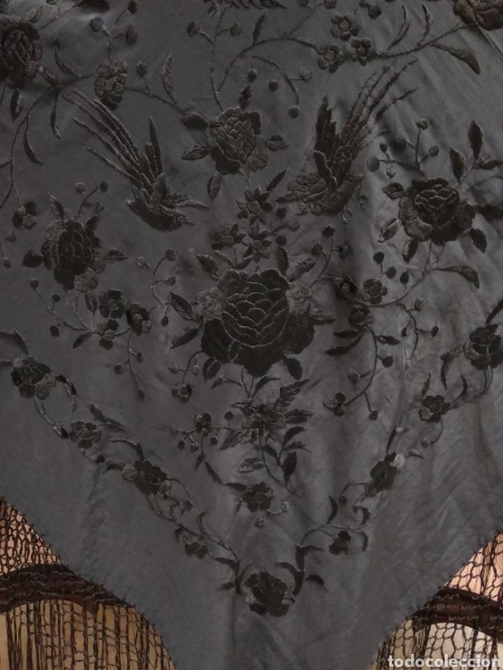 Antigüedades: Manton de Manila siglo XX bordado a mano - Foto 8 - 117613723