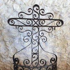 Antigüedades: ANTIGUA CRUZ DE HIERRO FORJADO REMACHADO. Lote 117614723