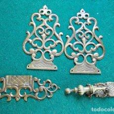 Antigüedades: LOTE DE TIRADOR Y EMBELLECEDORES MUY ANTIGUOS. Lote 117625003