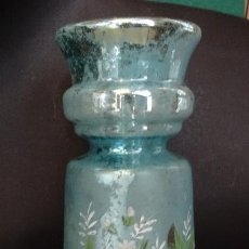 Antigüedades: JARRON CRISTAL AZOGUE AZUL CON FLORES PINTADAS A MANO, LA GRANJA.SIGLO XIX. JARRA, BUCARO, FLORERO. Lote 117655975