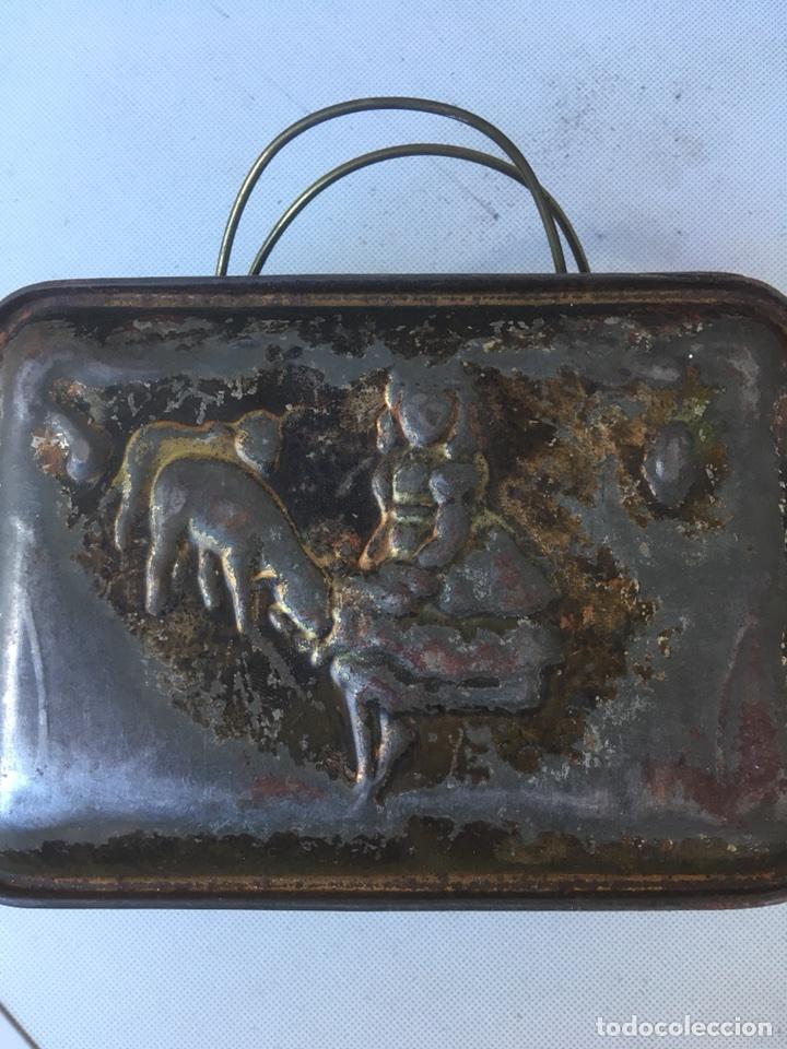 CAJA METALICA DE PASTOR GUARDA COMIDA (Antigüedades - Técnicas - Rústicas - Ganadería)