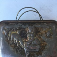 Antigüedades: CAJA METALICA DE PASTOR GUARDA COMIDA. Lote 117667811