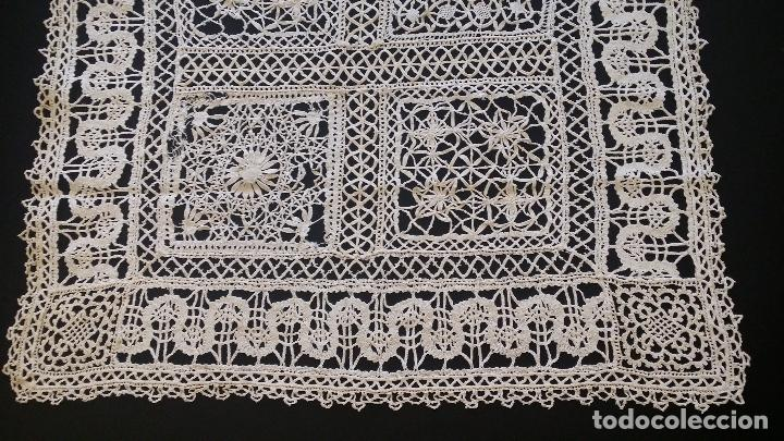 Antigüedades: Antiguo mantel / tapete de bolillos - Foto 4 - 117677411