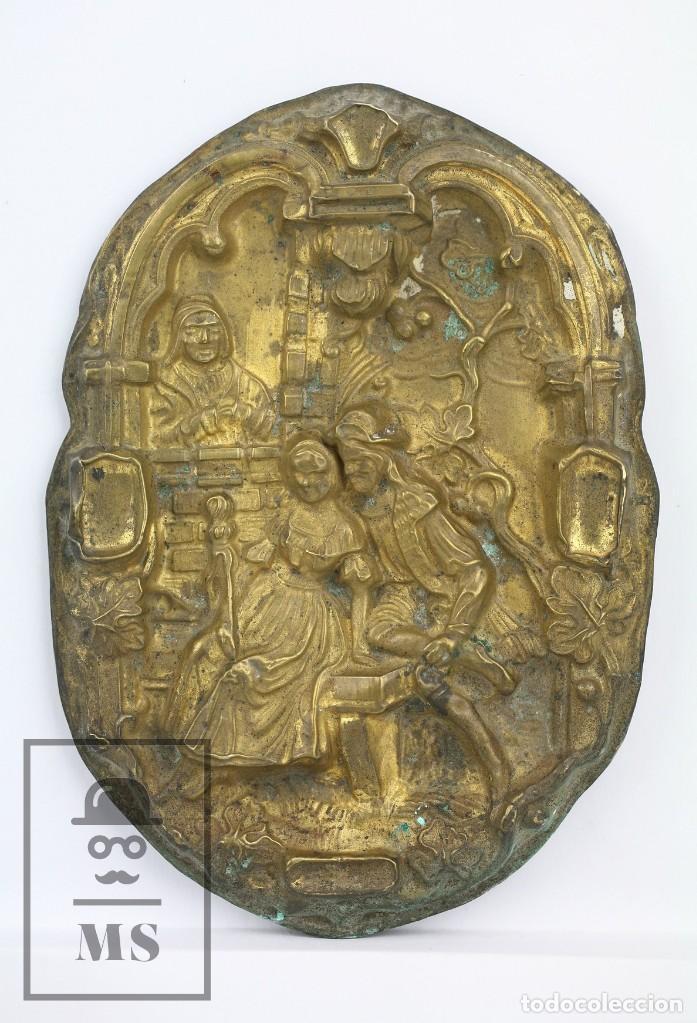 ANTIGUO RELIEVE DE LATÓN - LA CELESTINA ? / CALISTO Y MELIBEA - SIGLO XIX - MEDIDAS 10 X 14 CM (Antigüedades - Hogar y Decoración - Otros)