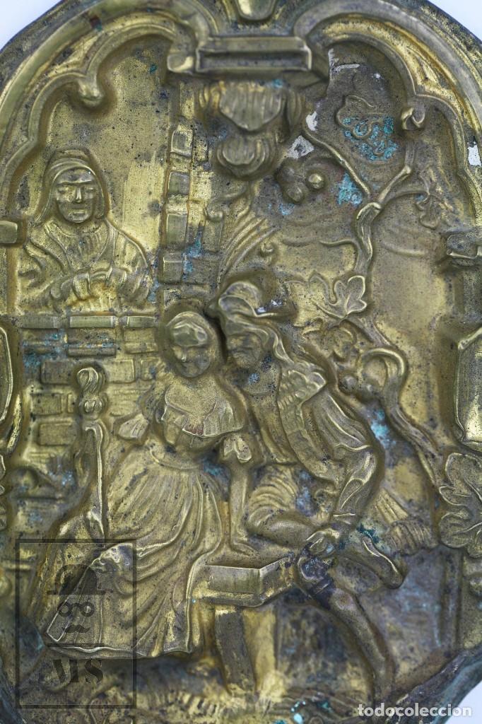 Antigüedades: Antiguo Relieve de Latón - La Celestina ? / Calisto y Melibea - Siglo XIX - Medidas 10 x 14 cm - Foto 2 - 117737935