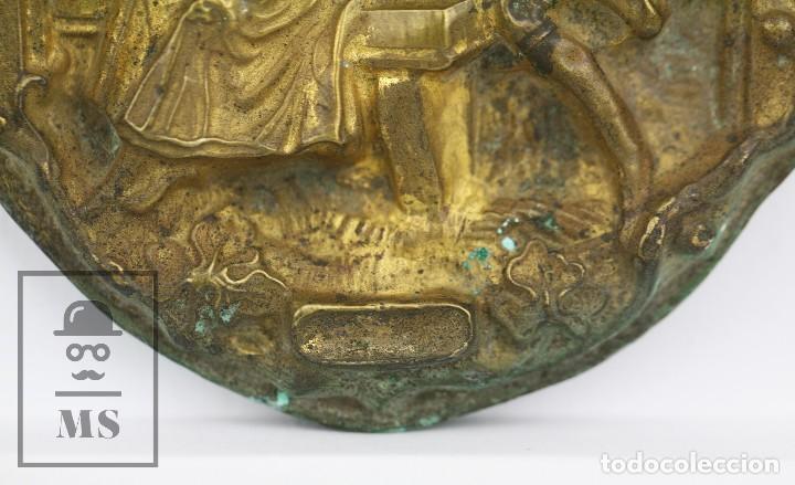Antigüedades: Antiguo Relieve de Latón - La Celestina ? / Calisto y Melibea - Siglo XIX - Medidas 10 x 14 cm - Foto 3 - 117737935