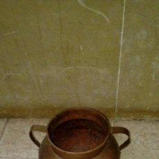 Antigüedades: OLLA DE COBRE HECHO A MANO DEL SIGLO XIX HECHA A MANO- MIDE 22 CMS ALTO X 14 CMS DIAMETRO. Lote 117751499