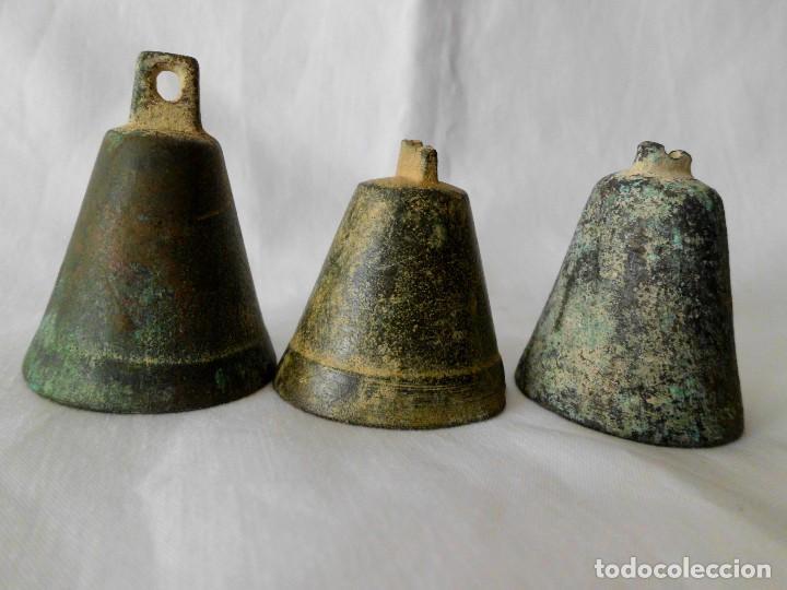 LOTE DE 3 ANTIGUAS CAMPANAS DE BRONCE (Antigüedades - Hogar y Decoración - Campanas Antiguas)