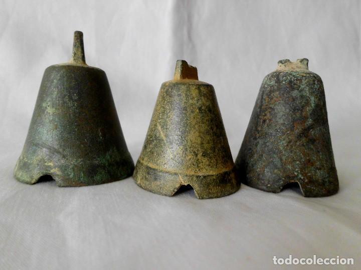 Antigüedades: Lote de 3 antiguas campanas de bronce - Foto 2 - 117757611