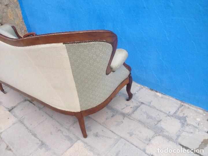 Antigüedades: Extraordinario sofá isabelino de madera de roble,tapizado color blanco marfil. - Foto 10 - 137891444