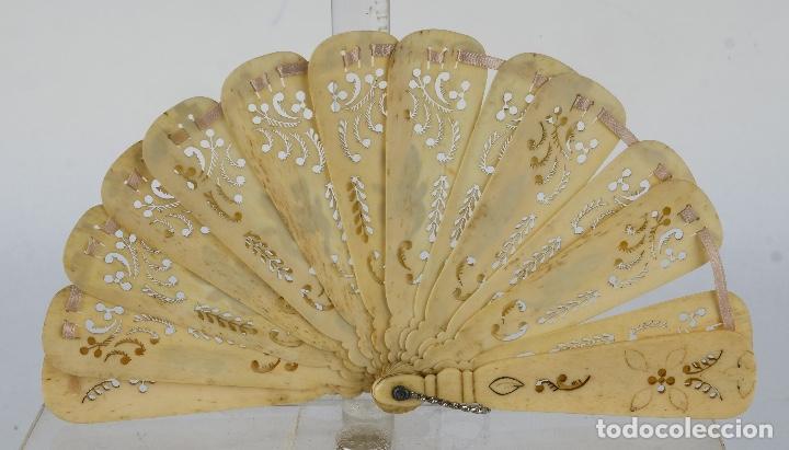 Antigüedades: Abanico de caballero en hueso calado años 20 - Foto 2 - 117758183