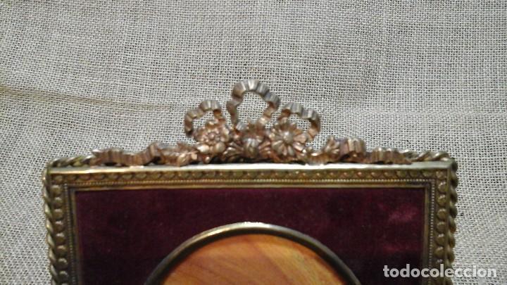 Antigüedades: Portafotos francés . Bronce y cristal curvo .Ppios siglo xx - Foto 2 - 117783223