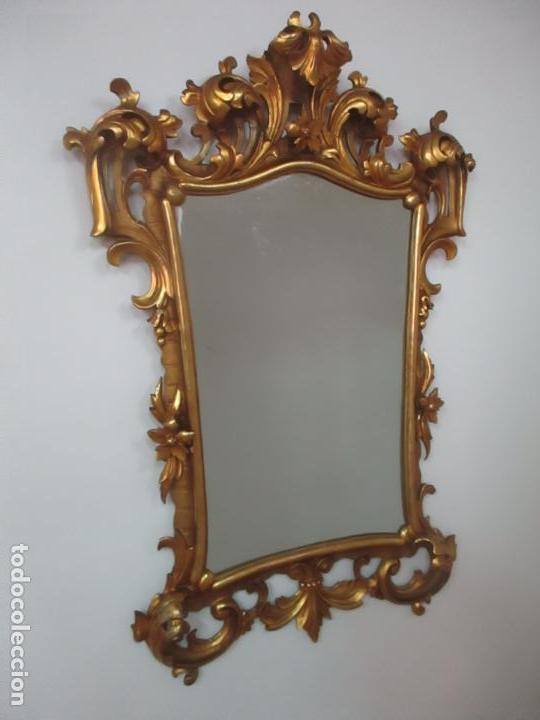 BONITO ESPEJO - CORNUCOPIA - MADERA TALLADA Y DORADA CON PAN DE ORO - 73 CM X 106 CM - S. XIX (Antiquitäten - Antike Möbel - Antike Spiegel)