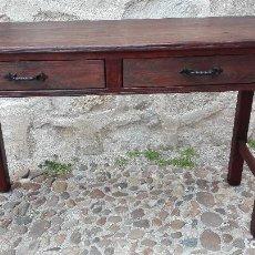Antiquitäten - Mesa rústica de pino s:XIX con dos cajones. - 117831295