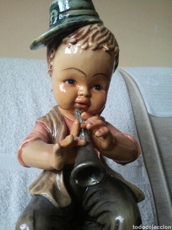 Antigüedades: Figura de niño tocando un instrumento - Foto 2 - 117843962