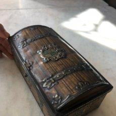 Antigüedades: ANTIGUO CAJA COFRE DE HOJALATA. Lote 117855818
