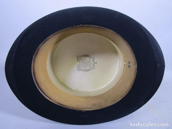 Antigüedades: ANTIGUA CHISTERA SOMBRERO COPA CLAQUE PLEGABLE S PAJARITA CORBATA PERFECTO ESTADO CAJA Precio: 278,0 - Foto 9 - 117870303