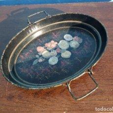 Antigüedades: ANTIGUA FUENTE METÁLICA DECORADA CON FLORES.FIRMADO MARGARITA SHIM DAUM 1952. Lote 117952471