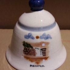 Antigüedades: CAMPANA DE CERÁMICA LORA / RECUERDO DE MENORCA / 9.5 CM ALTO X 10 Ø / PERFECTA.. Lote 118023095
