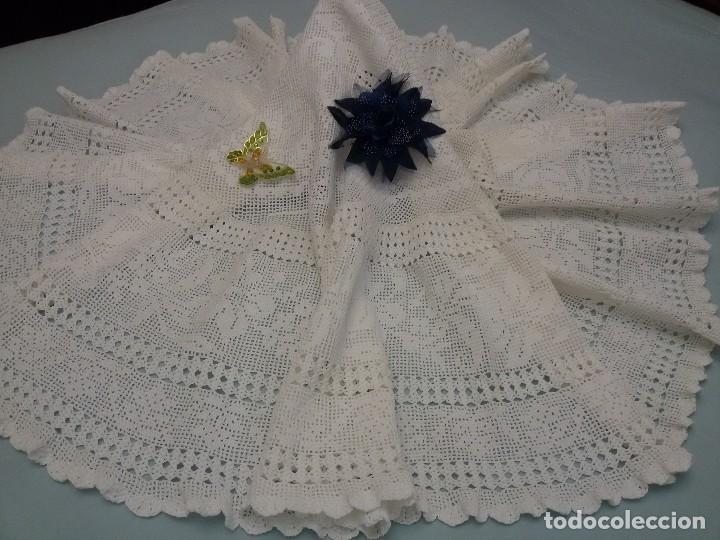 Antigüedades: Excelente mantel redondo -143 cm, hecho a ganchillo a mano . Blanco. - Foto 2 - 118058859