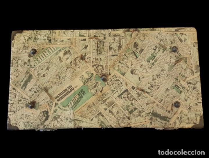 Antigüedades: Preciosa maleta antigua forrada con tebeos antiguos en el exterior e interior, muy especial, ! - Foto 2 - 118130155