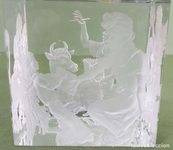 Antigüedades: BAJO RELIEVE. CRISTAL TALLADO A MANO. J. MARTIN. CIRCA 1980. - Foto 4 - 118141695