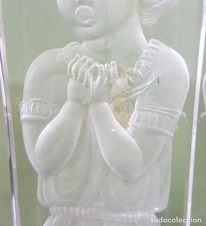 Antigüedades: PAREJA DE CANDELABROS. CRISTAL TALLADO A MANO Y PLATA. J. MARTIN. 1997 - Foto 3 - 118159687