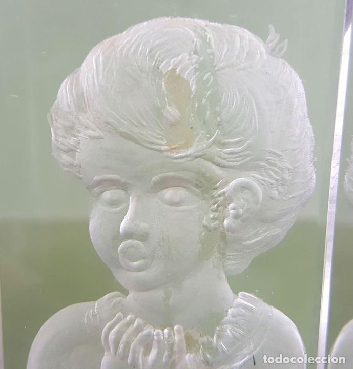 Antigüedades: PAREJA DE CANDELABROS. CRISTAL TALLADO A MANO Y PLATA. J. MARTIN. 1997 - Foto 9 - 118159687