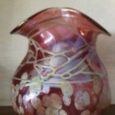 Antigüedades: JARRÓN DE CRISTAL ROSA DECORADO, MUY BONITO / MIDE : 10 CMS DE ALTO. Lote 118189791