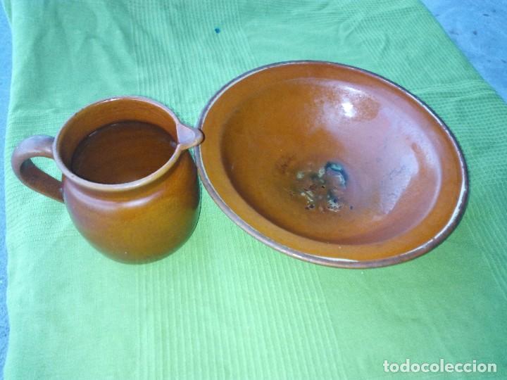 ANTIGUO PLATO Y JARRA DE CERAMICA LA BISBAL (Antigüedades - Porcelanas y Cerámicas - La Bisbal)