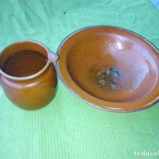 Antigüedades: ANTIGUO PLATO Y JARRA DE CERAMICA LA BISBAL. Lote 118197743