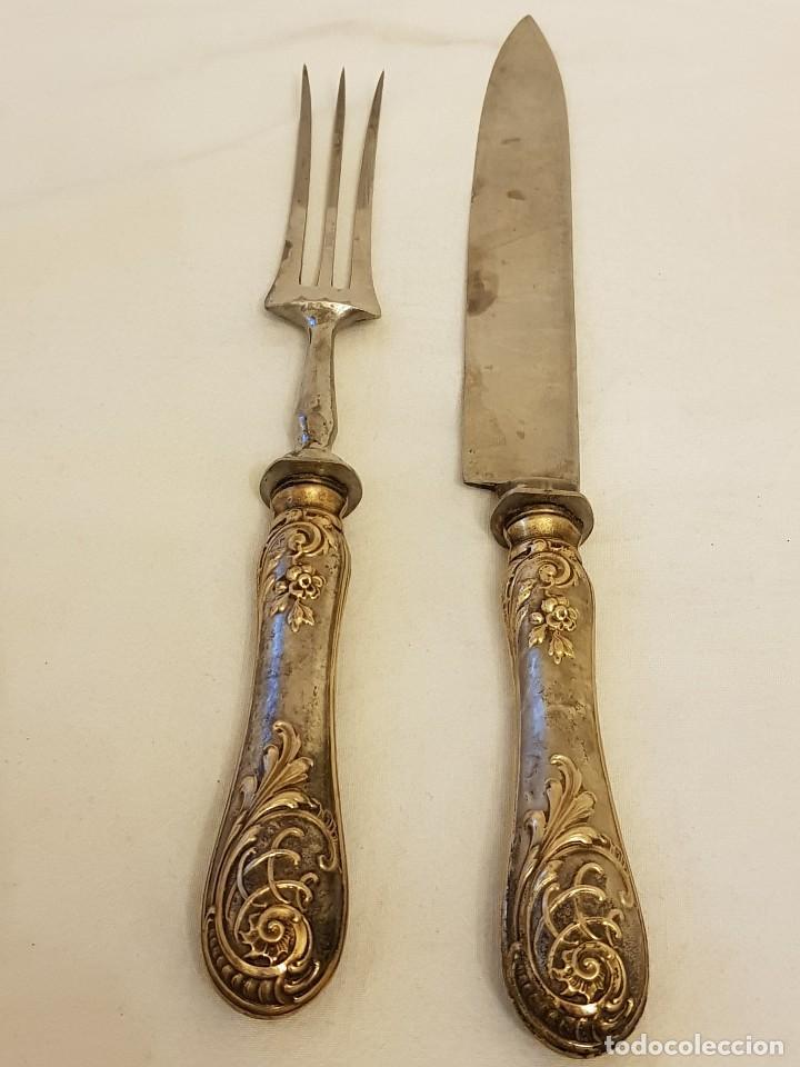 CUCHILLO Y TENEDOR DE SERVICIO DE PLATA. FINALES SIGLO XIX. SIN CONTRASTES (Antigüedades - Platería - Plata de Ley Antigua)