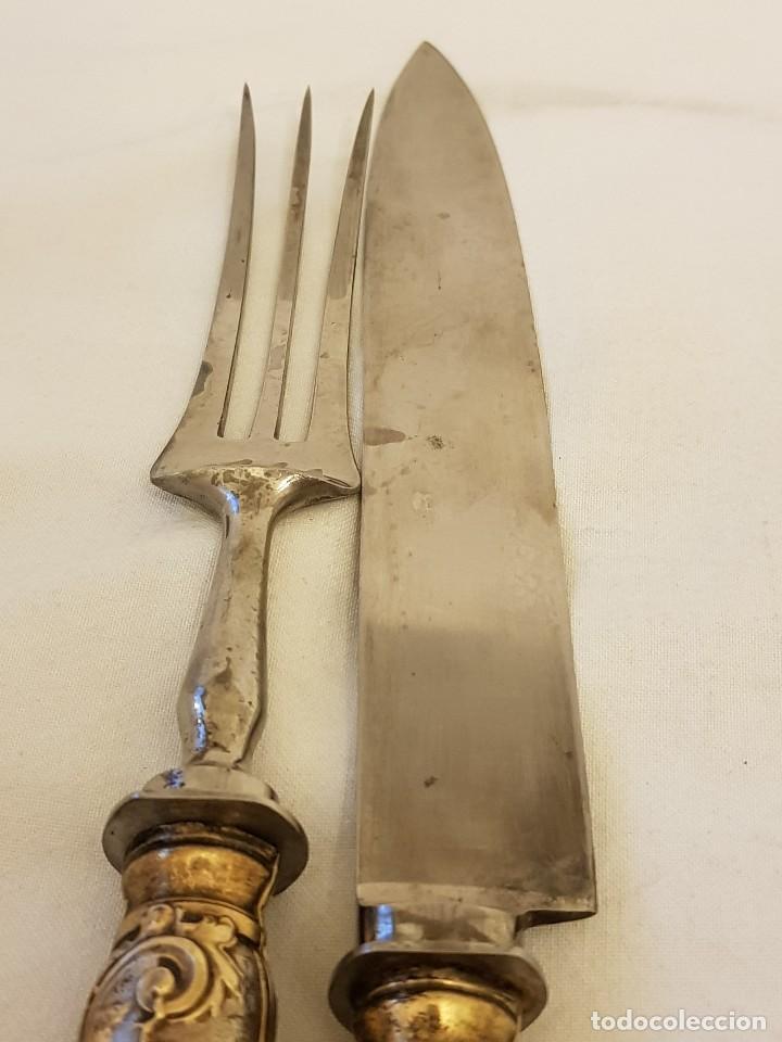 Antigüedades: Cuchillo y tenedor de servicio de plata. Finales siglo XIX. Sin contrastes - Foto 5 - 118212607